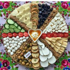 Christmas Food Platters Desserts in 2020 Party Food Platters, Party Trays, Food Trays, Snacks Für Party, Cheese Platters, Charcuterie Platter, Charcuterie And Cheese Board, Antipasto Platter, Food Decoration