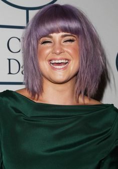 Kelly Osbourne messy bob hairstyle for round faces