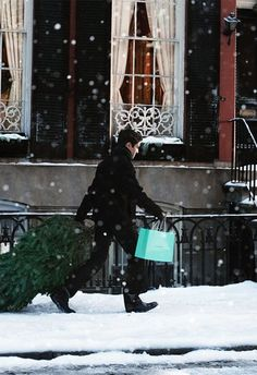 A man haulin' a Christmas tree and a Tiffany's bag in the snow...some girl out there is gonna have a very merry Christmas. :)