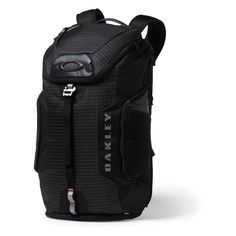 Jet Black Link Backpack By Oakley is made with separate compartments for eyewear, shoes (not Military Boots) and water for organization  #blackbag #Army #USArmy #USAF #Navy #Marines #CoastGuard #Marinecorps #Airforce Backpack Outfit, Hiking Backpack, Travel Backpack, Black Backpack, Luggage Backpack, Laptop Carry Bags, Oakley Backpack, Men's Backpacks, Moda Masculina