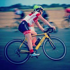 Bovingdon Bomber 💣 #critrace #cycling #bikelife #triathlon #swimbikerun #flyingbanana #bovingdon @dassi_bikes @pedalcover