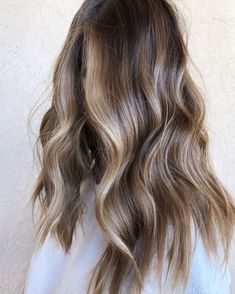 Mousy Brown Hair, Brown Hair With Highlights And Lowlights, Brown Hair With Blonde Highlights, Brown Hair Balayage, Balayage Lob, Low Lights And Highlights, Brown Highlighted Hair, Low Lights Hair, Light Hair