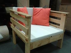 One Pallet Chair | 101 Pallets