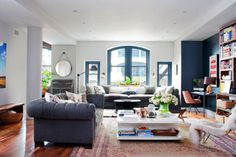 Leslie Fremar on Decorating Her New York City Loft - Leslie Fremar and Julianne Moore Interior Design Interview - ELLE. words cannot describe how much i LOVE this room! My Living Room, Home And Living, Living Room Furniture, Living Spaces, Dark Furniture, Kitchen Furniture, Living Area, Interior Design Tips, Best Interior