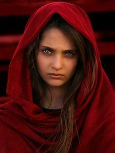 # fox screen jpg by ziko cinematography on - luisa Pretty Eyes, Beautiful Eyes, Beautiful People, Beautiful Women, Beauty Photography, Amazing Photography, Portrait Photography, Afghan Girl, Muslim Beauty