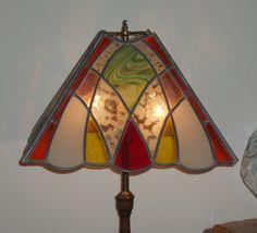 lampara de vidrio realizada en la tecnica del vitral emplomado