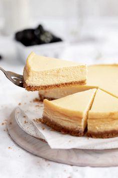 Perfect Cheesecake - Broma Bakery Perfect Cheesecake Recipe, Classic Cheesecake, Cheesecake Recipes, Fun Desserts, Delicious Desserts, Dessert Recipes, Yummy Snacks, Yummy Food, Bakery Recipes