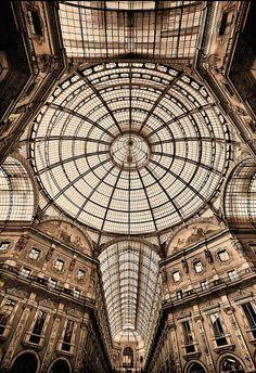 Galleria Vittorio Emanuele. Milan, Italy