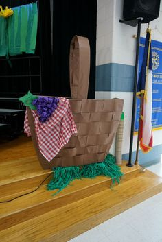 Awesome picnic basket for Bugz, the second grade musical