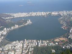 Lagoa Rodrigo de Freitas vista do Corcovado.  by Leandro Toledo.