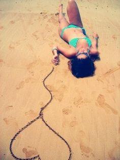 Inspiration: creative photos on the beach for instag .- Inspiration: kreative Fotos am Strand für Instagr… – Inspiration: creative photos on the beach for instag … – - Summer Pictures, Beach Pictures, Cool Pictures, Cool Photos, Summer Photography, Creative Photography, Photography Poses, Photography Music, Outdoor Photography