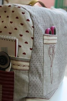sewing machine cover......love the pockets!! could use one of these....the dust is my house is a sewing machine nightmare!