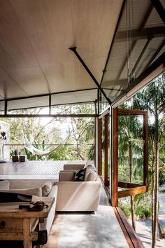 McCartney talks living rooms I love the inclusion of large eaves and overhangs to control the climate within this house Interior Exterior, Interior Architecture, Australian Architecture, Interior Paint, Style At Home, Australian Homes, Home And Deco, Interiores Design, Future House