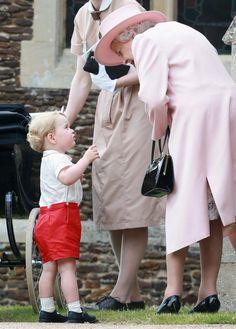 SM Isabel II con su bisnieto, el Príncipe George (julio 2015)