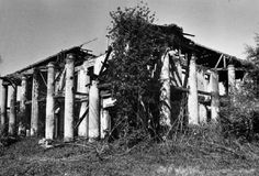 Seven Oaks Plantation - The house was still standing in but Marathon Oil demolished it a few years later. Southern Plantation Homes, Southern Mansions, Southern Homes, Abandoned Plantations, Louisiana Plantations, Southern Architecture, Beautiful Architecture, Classical Architecture, New Orleans