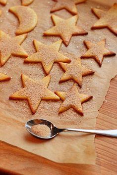 Kanelitähdet ja kuu - Sweet Food O´Mine Christmas Baking, Christmas Treats, Food N, Food And Drink, Finnish Recipes, No Bake Cookies, Gingerbread Cookies, Sweet Recipes, Cookie Recipes