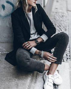 grey sweatshirt outfit