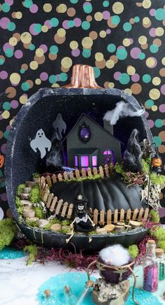 Halloween is approaching quickly, but there is still time to get creative and make your own Halloween themed fairy garden. That's righ. Halloween Diorama, Halloween Fairy, Halloween Village, Halloween House, Holidays Halloween, Halloween Themes, Halloween Pumpkins, Halloween Crafts, Happy Halloween