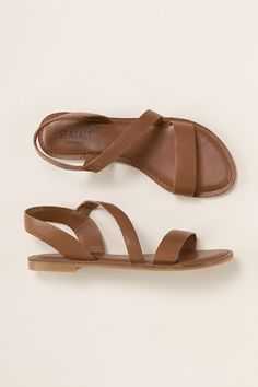 A lovely flat sandal in beautiful soft leather, Seasalt Sunny Cove Sandals are comfortable to wear all day. Choose from a range of bright or neutral colours.