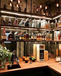 Home Bar Rooms, Diy Home Bar, In Home Bar Ideas, Home Bar Decor, Bar Interior Design, Showroom Design, Bar Speakeasy, Bandeja Bar, Basement Bar Designs