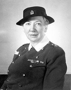 Infirmière pendant les deux guerres mondiales, Elizabeth Smellie fut la première femme à devenir colonel dans l'Armée canadienne.