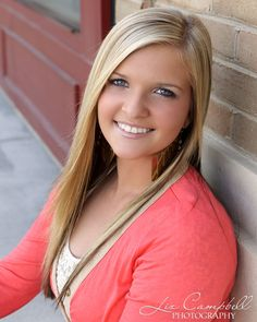 Trendy senior pictures in an outdoor shopping center with Liz Campbell Photography of Killeen, TX.