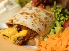 Receita de Burritos de filet com cheddar - burritos em uma assadeira untada com um pouco de óleo de milho, polvilhe por cima o queijo prado ralado e leve ao forno médio pré-aquecido por...