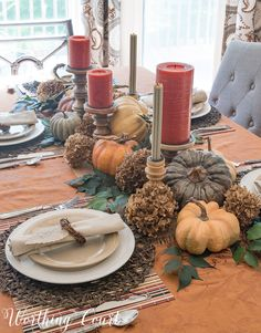 An elegant Thanksgiving tablescape using everyday dinnerware #thanksgiving #thanksgivingtable #entertaining