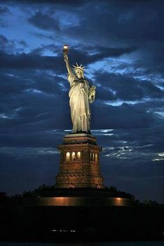 Statue of Liberty – New York City. Have been to NYC.but not to Statue! Places To Travel, Places To See, Beautiful World, Beautiful Places, Magic Places, Liberty New York, Famous Landmarks, Belle Photo, Wonders Of The World