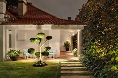Modern Landscape Design with Garden of Anthony Wyer Hard Landscaping Ideas, Modern Landscaping, Backyard Landscaping, Backyard Patio, Cloud Pruning, Sydney, California Bungalow, Modern Landscape Design, Australian Garden