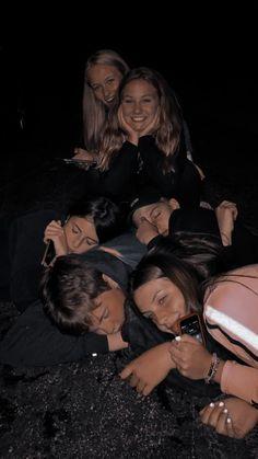 Best Friends Shoot, I Need Friends, Cute Friends, Cute Friend Pictures, Best Friend Pictures, Photographie Indie, Best Friends Aesthetic, Best Friend Goals, Teenage Dream
