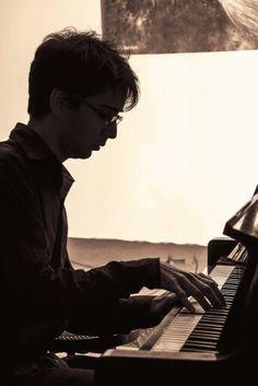 Piano: Sebastian