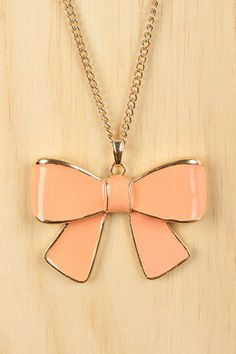 I love this bow so much this necklace would go with almost everything I SERIOUSLY LOVE THIS BOW!!!!!