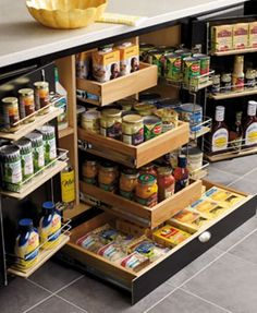 Inspiring storage solution for kitchen cupboard. Get a lot of storage out of a small space.