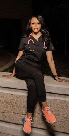 Cute Nurse, Sexy Nurse, Mommy Daughter Photography, Nursing Goals, Stylish Scrubs, Life Goals Future, Beautiful Nurse, Girl Doctor, Scrubs Outfit
