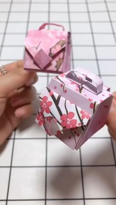 Amazing paper craft by Diy Resin Crafts, Diy Crafts Hacks, Diy Crafts For Gifts, Paper Crafts For Kids, Diy Arts And Crafts, Instruções Origami, Paper Crafts Origami, Oragami, Origami Flowers