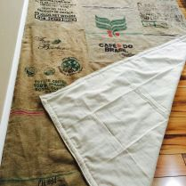 I decided to make a rug, as many rugs that I did see were beautiful but way out of my price range so I went back to doing what I love the most which is DIYing. I managed to find a really good barg… Reuse Recycle, Recycling, Burlap Rug, Ideas Geniales, Craft Room Storage, Rug Making, Van Life, Repurposed, Area Rugs