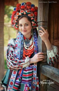 Slavic workshop Treti Pivni (translated as Third Rooster) has recently created an amazing new series of portraits featuring women and children wearing traditional Ukrainian headdresses. It was created to pay homage to their homeland while sharing a. Folklore, Costume Ethnique, Floral Headdress, Ethno Style, Bohemian Style, Folk Fashion, Folk Costume, Traditional Dresses, Traditional Wedding