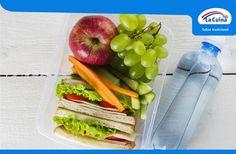 #AlmuerzoGourmet con #PolloAsadoLoncheado de #LaCuina, lechuga y tomate. Y, por supuesto, fruta y agua, ¡fundamental!