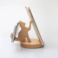 Wooden Cat Phone stand - Samsung Phone Holder - Ideas of Samsung Phone Holder - Wooden Cat Phone stand Wooden Phone Holder, Desk Phone Holder, Iphone Holder, Iphone Stand, Iphone Phone, Phone Wallet, Support Ipad, How To Varnish Wood, Bois Diy