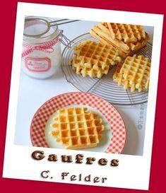 Gaufres de Felder 250 g de farine - 2 oeufs (calibre moyen) - 1/2 gousse de vanille - 30 g de sucre - 1 pincée de sel - 60 g de beurre - 15 cl de lait tiède - 10 g de levure fraîche de boulanger - 10 cl de crème fraîche liquide (allégée ou non) - 1 c à soupe de kirsh (facultatif)