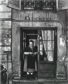 Robert Doisneau. Concierge..