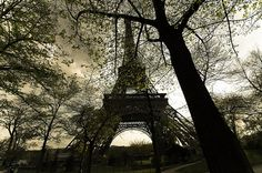 France / Paris - Tour Eiffel by Manu Foissotte