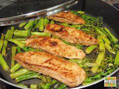 Filés de tilápia grelhados com brócolis e vagem