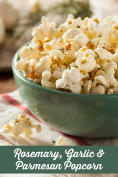 Popcorn Recipes: Savory Rosemary, Garlic & Parmesan Popcorn Are you always on the hunt for the best popcorn recipes for family movie night? Try our Savory Rosemary, Garlic & Parmesan Cheese Popcorn recipe. Cheese Popcorn, Popcorn Snacks, Flavored Popcorn, Gourmet Popcorn, Popcorn Bar, Best Popcorn, Microwave Popcorn, Zero Calorie Foods, No Calorie Snacks