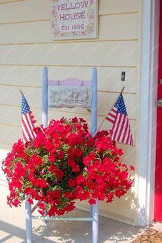 of July porch From: Blackberry Creek, please visit Juli Veranda Von: Blackberry Creek, besuchen Sie bitte Fourth Of July Decor, 4th Of July Decorations, 4th Of July Party, July 4th, 4th Of July Wreath, Americana Decorations, Patriotic Crafts, July Crafts, Hanging Flowers
