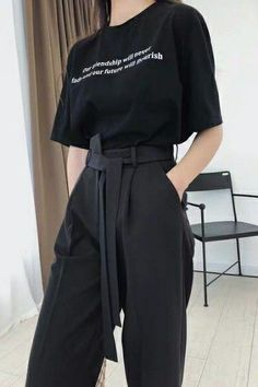 Kpop Fashion Outfits, Girls Fashion Clothes, Tomboy Fashion, Edgy Outfits, Mode Outfits, Cute Casual Outfits, Streetwear Fashion, Pretty Outfits, Korean Girl Fashion