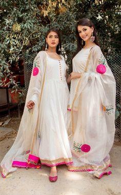 Ideas Punjabi Bridal Wear Clothes For 2019 Pakistani Dress Design, Pakistani Dresses, Indian Dresses, Indian Outfits, Indian Attire, Indian Wear, Anarkali Dress, White Anarkali, Lengha Choli