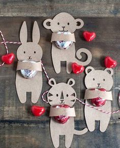 Hoy en manualidades aprender a hacer te traemos esta idea para regalar a tus amigos en san valentin unos simpaticos ositos de carton .