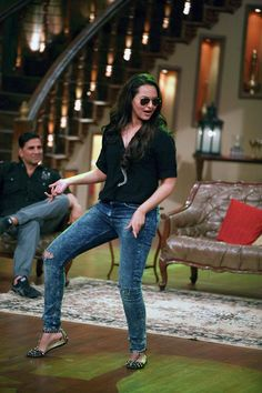 Sonakshi Sinha on 'Comedy Nights with Kapil' #Bollywood #Fashion